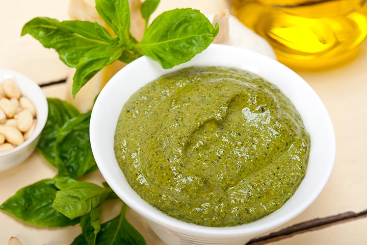 Spinach puree with finger millet flour (ragi)