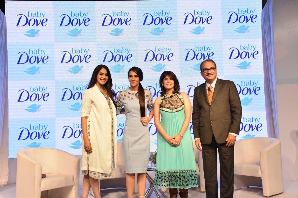 L bis R - Genelia Deshmukh, Tara Sharma, Varkha Chulani und Dr. Uday Pai (...